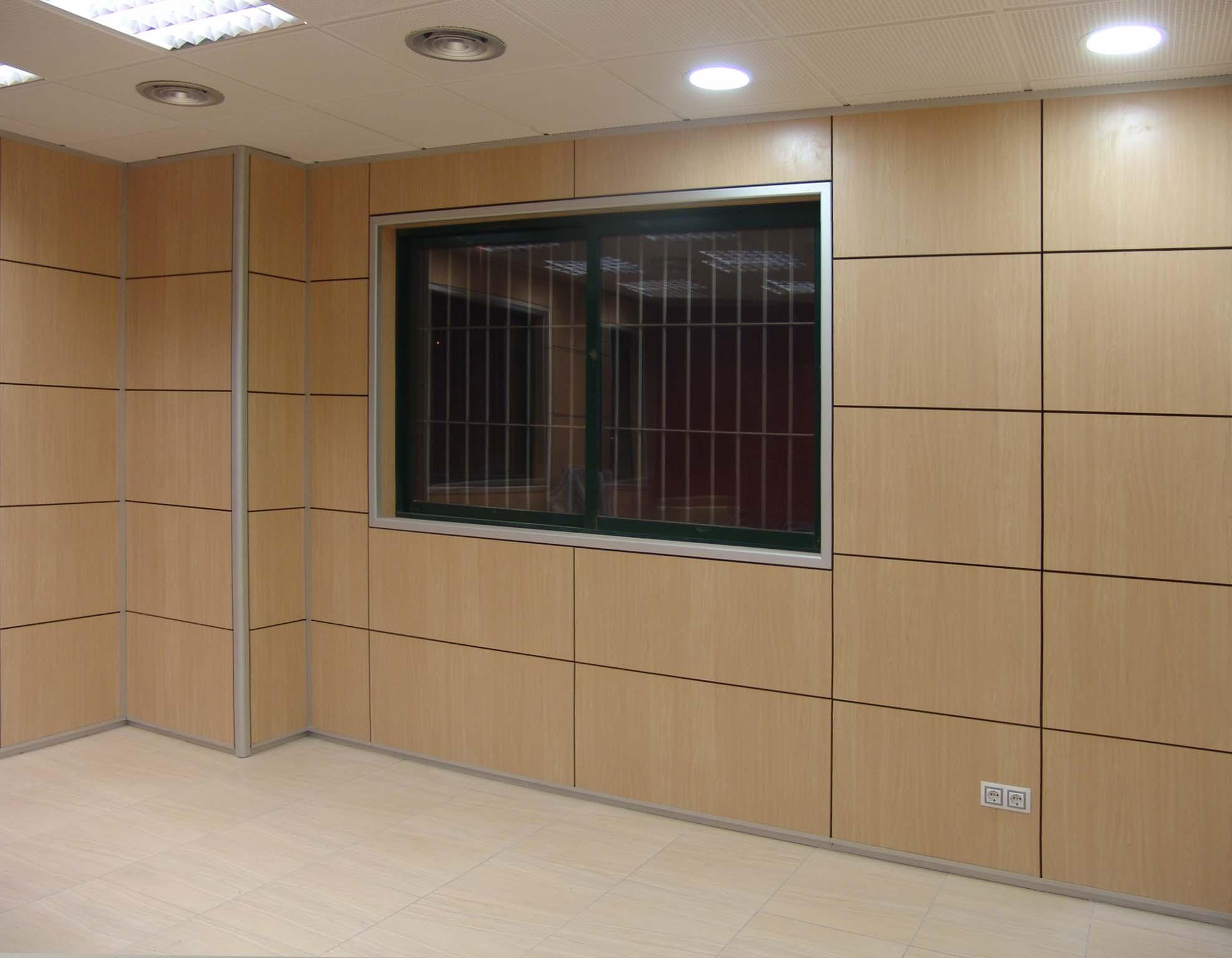 Forro de mamparas y divisiones para despachos y oficinas en Barcelona